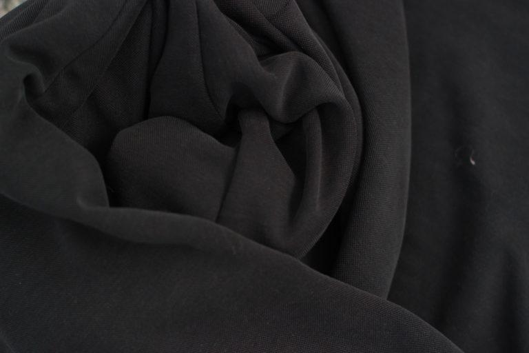 Czym charakteryzuje się włókno modalne?